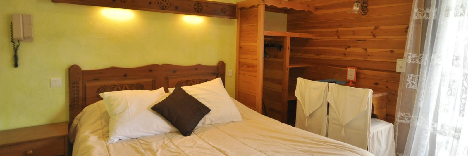 Double bedroom at the Aigliere hotel